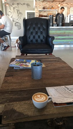 Oakland Park, FL: very lovely atmosphere and the baristas was really nice. coffee is amazing!!!