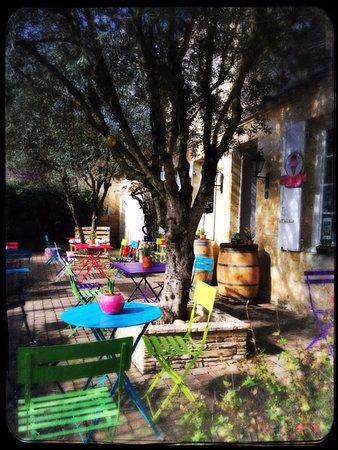 Margaux, France: la terasse a manger