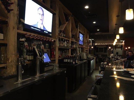Victor, Nowy Jork: Six 50 - view down bar