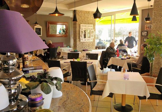 restaurant cote jardin dans antibes avec cuisine fran aise. Black Bedroom Furniture Sets. Home Design Ideas