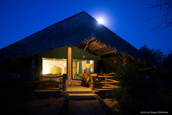 Kibo Safari Camp: Full moon ricing over my tent