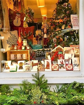 Woodstock, VT: Holiday Window at Clover Gift Shop