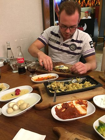 Cayirova, Turquía: Fantastic good food, great many kinds of meat. Very friendly and decent service. Definitely reco