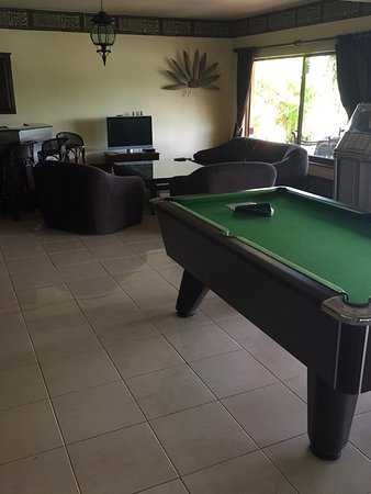 Asian Jewel Boutique Hotel: Pool table and TV room