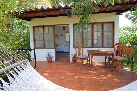 Casa Swell & Casitas: Outside deck Treetop Casita