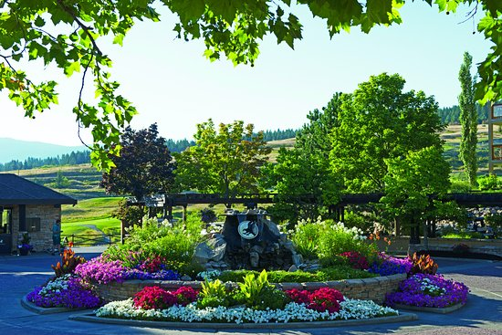 Vernon, Kanada: Circle with flowers