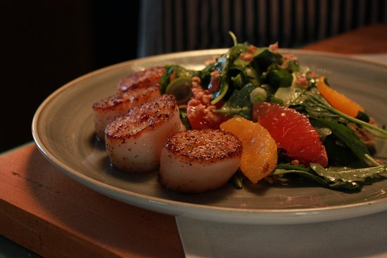 Woods Hole, MA: Sea Scallops with winter citrus salad