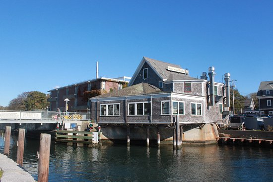 Woods Hole, MA: Waterfront dining room