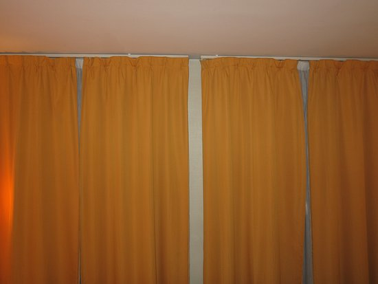 New Hotel Opera: Black-out curtains
