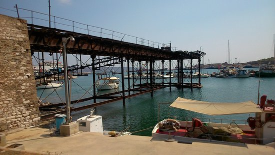 Lavrio, Greece: French company mining pier