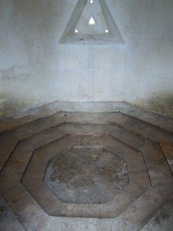 Intérieur du monument - Photo de Monument des Droits de l\'Homme ...
