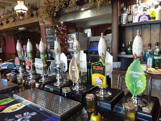 Crich, UK: Bar with many ales