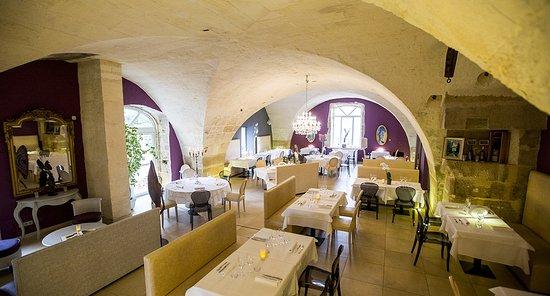 Mouries, Frankrike: Salle à manger dans l'ancien moulin à huile d'olive du domaine