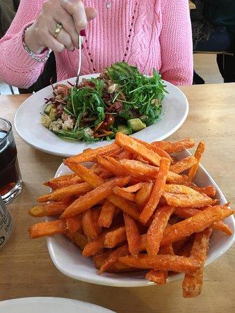 Radlett, UK: Salad with chicken bacon blue cheese & avocado