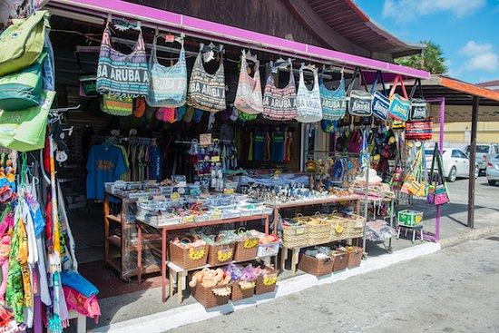 Aruba: Souvenir shops downtown Oranjestad