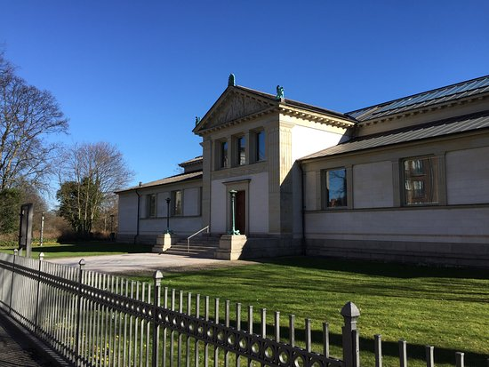 Den Hirschsprungske Samling: Extérieur de la villa-temple