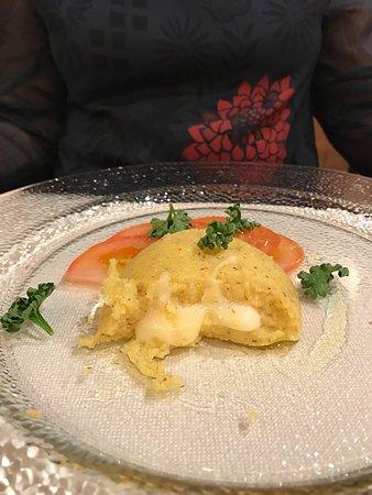 Sporthotel Monte Pana: 1.polentina con cuore di formaggio 2. Dessert: gelato con pan di spagna con la panna  OTTIMO
