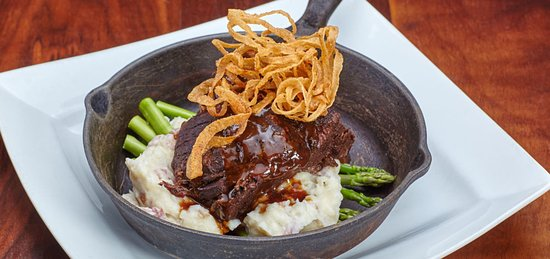 Balboa Island, CA: Braised Natural Beef Short Ribs served with jumbo asparagus and garlic mashed potatoes.