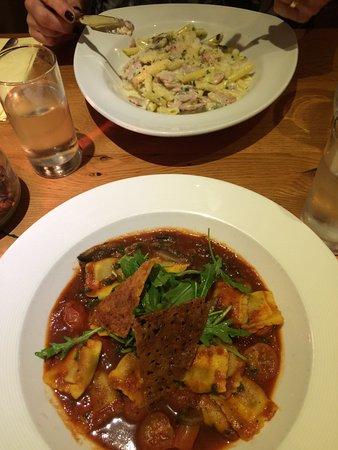 Dodds Restaurant: Very tasty Ravioli & Carbonara