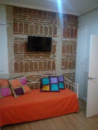 Hostal Madrid: Habitaciones, recepción, fachada