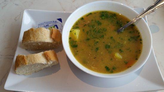 Sollentuna, السويد: Du startar med soppa, grönsakssoppa i det här fallet.