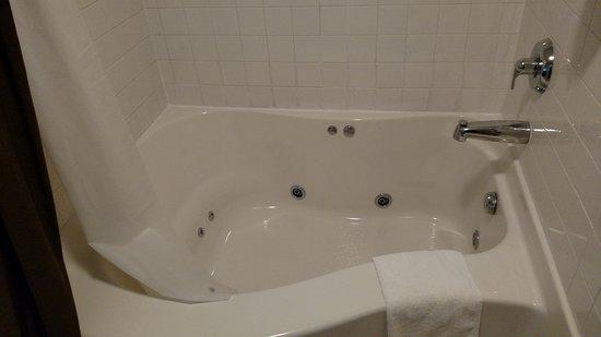Celina, OH: spa tub
