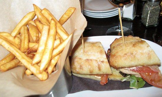 Balzac, Kanada: CHICKEN SANDWICH WITH FRIES