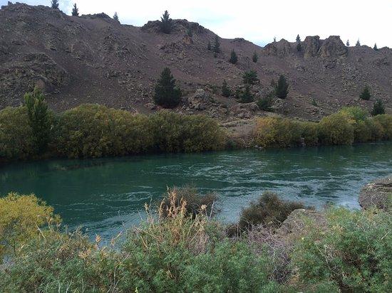 Roxburgh, New Zealand: The Clutha River not far from Alexandra