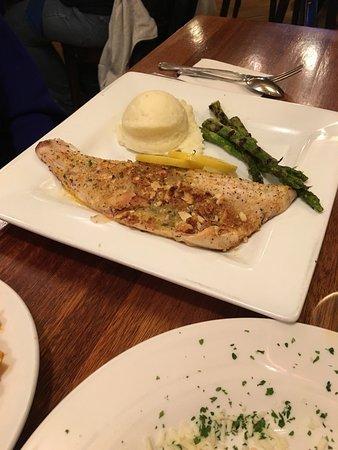 Dearborn Heights, MI: Cariera's Restaurant