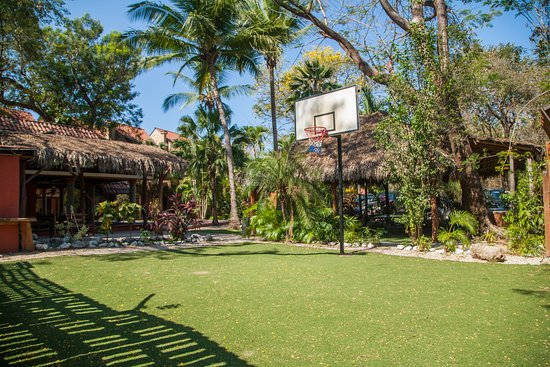 Playa Grande, Costa Rica : Basketball court - Cancha de basket