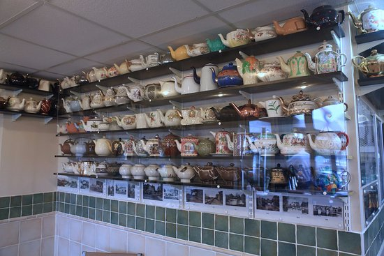 Yalding, UK: Teapots