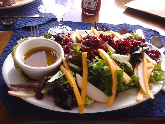 Tugboat Inn Restaurant: This was the most flavorful and clean tasting salad! My body & taste buds were thanking me MASSI