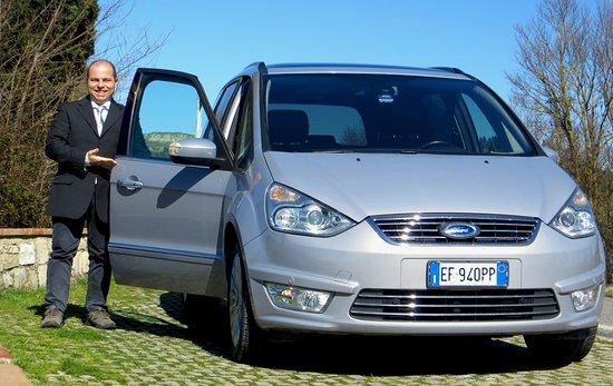 Asciano, Italy: Salite a bordo del nostro confortevole minivan!