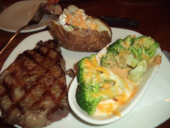 Outback Steakhouse: Steak looks good