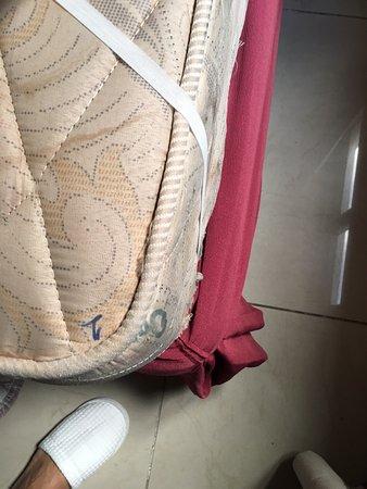 Hotel Sao Francisco: Old mattress