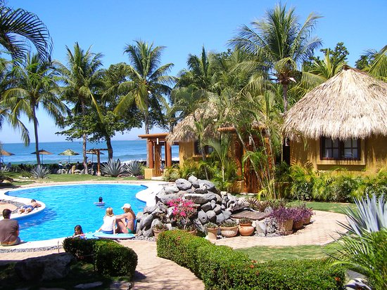 The Inn at Manzanillo Bay: View from resaurant to the pool