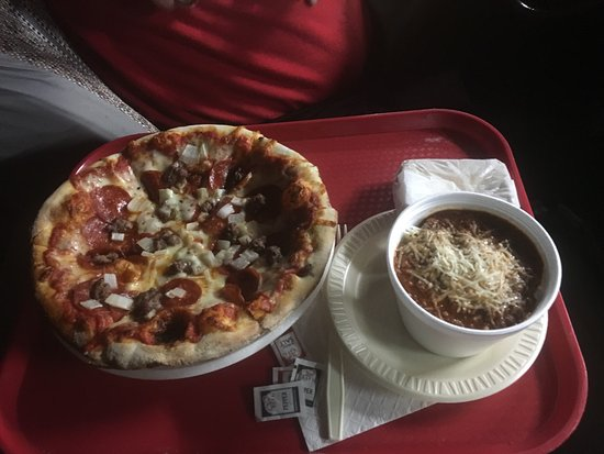 Photo of Italian Restaurant Pizza Palace at 3132 E Magnolia Ave, Knoxville, TN 37914, United States