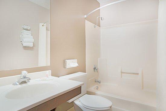 Marshall, MN: Guest Bathroom