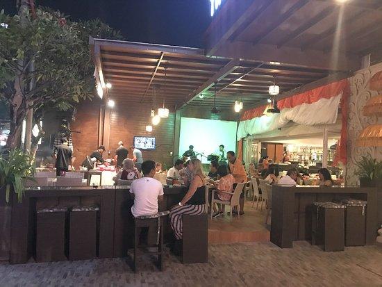 The Sun Hotel & Spa: Bar table and enjoyee the bintang