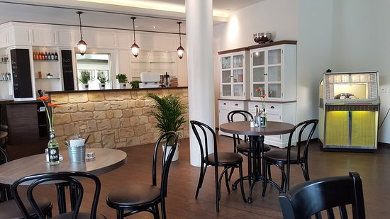 cafe mauerbluemchen kempten restaurant bewertungen telefonnummer fotos tripadvisor. Black Bedroom Furniture Sets. Home Design Ideas