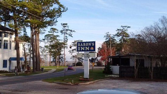 Barons By The Bay Inn : Baron's Entrance