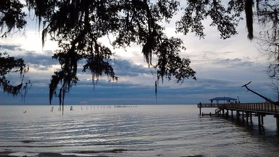Barons By The Bay Inn : Mobile Bay across from Barons