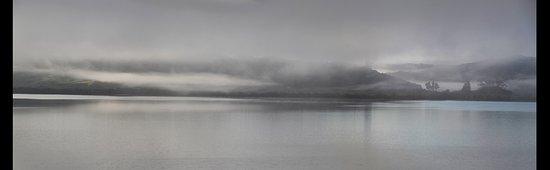 Kohukohu, Neuseeland: Morning mist across the harbour