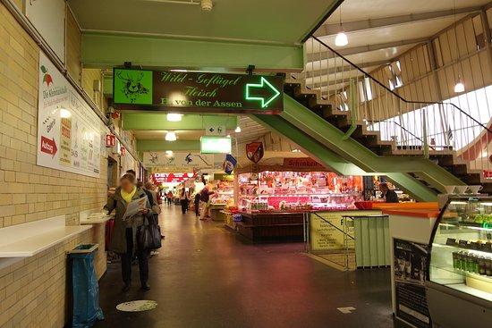 Kleinmarkthalle : 朝早いと比較的空いてます。