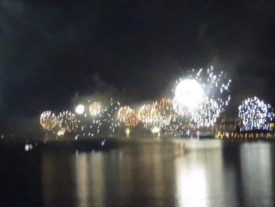 Hotel Manoir Atkinson: NYE view of fireworks from the rooftop terrace