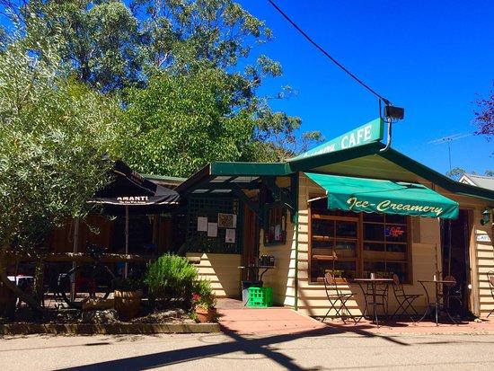Harrietville, Australia: Morries Ice Creamery