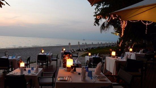Le Tides : Nachtessen am Strand