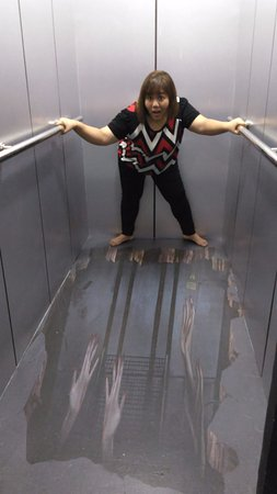 Central Melaka District, Malaysia: Scary lift