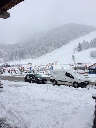 Chalet Les Grangettes : This is why you stay at the Grangettes - you don't have to queue for the bus home when they clos