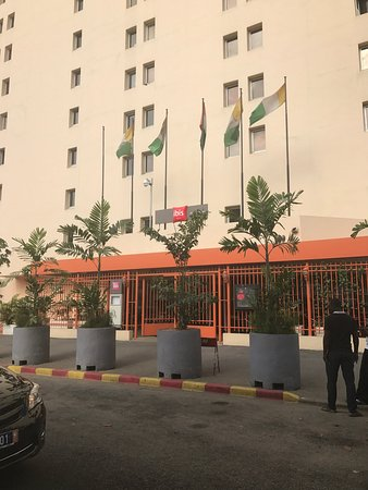 Ibis Abidjan Plateau : Entrance